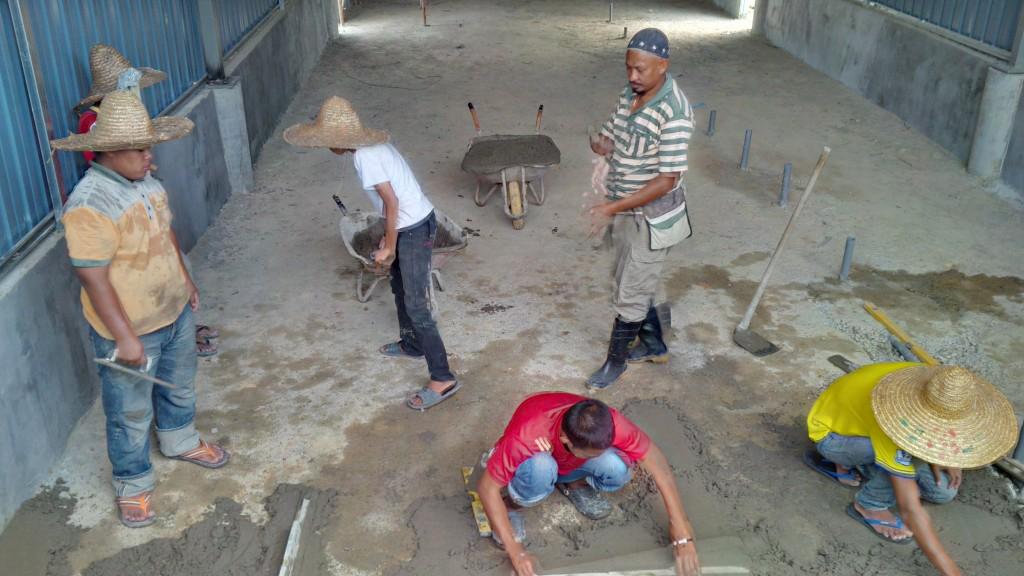 En Zabidi dan teamnya sedang siapkan lantai kilang. Ya Allah kembalikan Lokman segera...